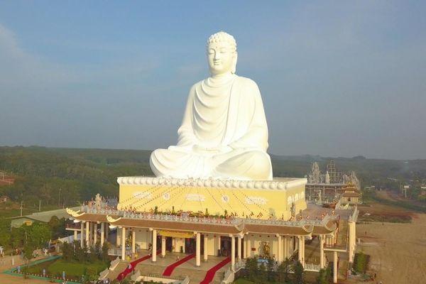 Tượng Phật ngồi 73 m tại Bình Phước