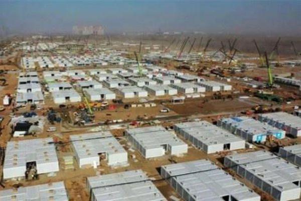 Trung Quốc xây bệnh viện dã chiến 4.200 giường để chống dịch