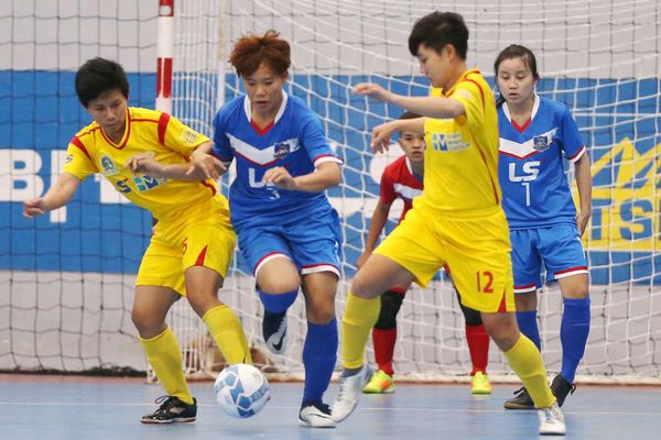 'Tiếp sức' cho bóng đá nữ