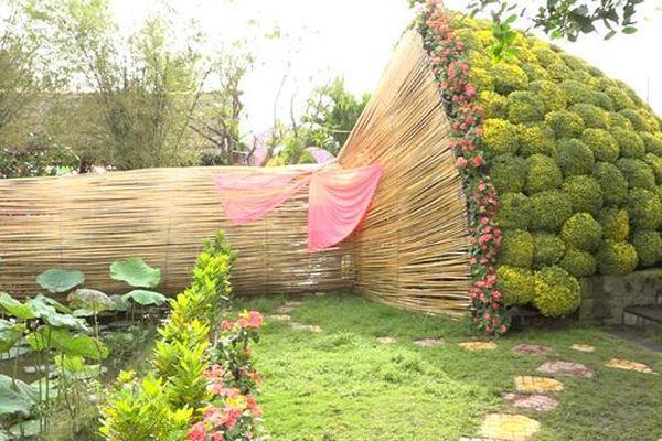 Tết không đụng hàng: Bó hoa to 12 mét, bức tranh ngọc 2 tỷ đồng