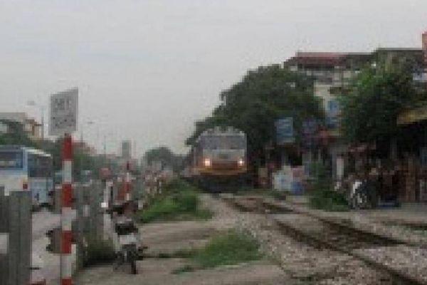 Đi bộ trên đường sắt, người phụ nữ 45 tuổi bị tàu hỏa tông tử vong