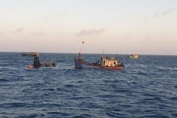 Tích cực tìm kiếm ngư dân mất tích trên vùng biển Côn Đảo
