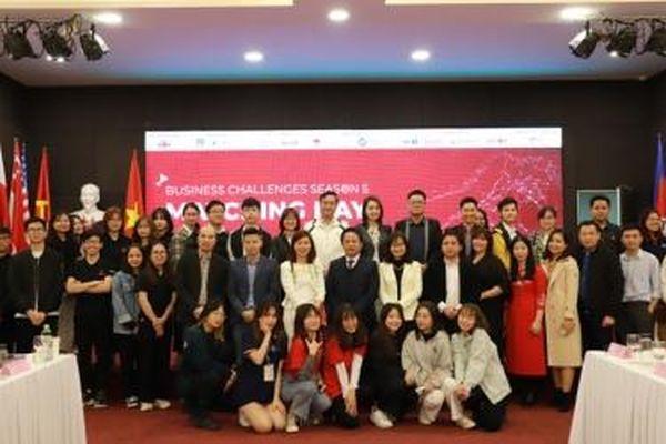 UEB Business Challenges mùa 5: Làm chủ kiến thức và kết nối với doanh nghiệp