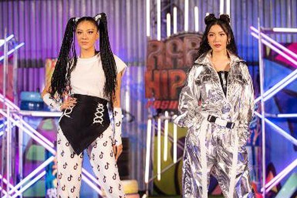 Á hậu Thúy Vân và Á hậu Kim Duyên khoe dáng nuột nà trong show ra mắt BST 'I-Gene' của Ivan Trần