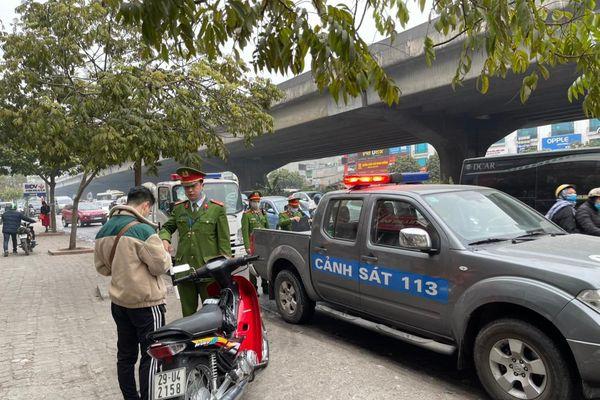 Xử phạt 231 trường hợp xe máy đi ngược chiều trên các tuyến đường chính của quận Thanh Xuân