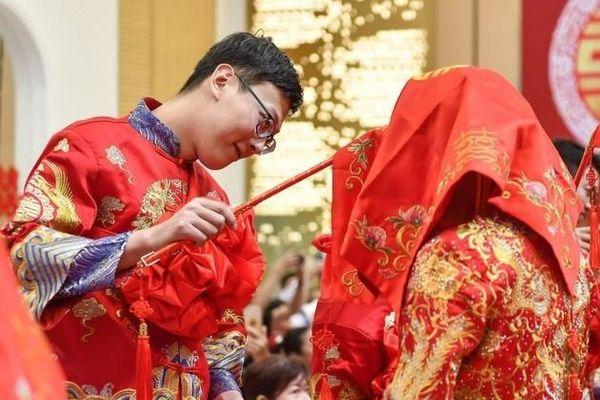 Đàn ông Trung Quốc không dám lấy vợ khi chưa mua nhà, tậu xe