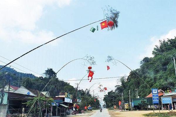 Nghệ An: Dựng cây nêu đón Tết, 3 người bị điện giật thương vong
