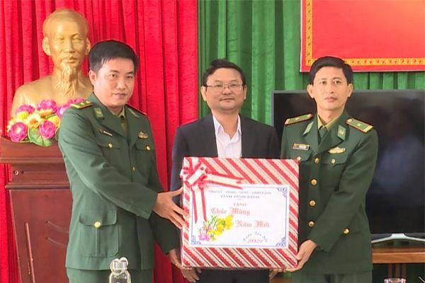 Lãnh đạo UBND tỉnh Bình Định thăm, chúc Tết quân và dân xã đảo tiền tiêu Nhơn Châu