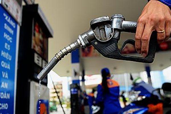 Giá xăng tiếp tục tăng mạnh từ 15h chiều nay, lần tăng mạnh thứ 5 liên tiếp