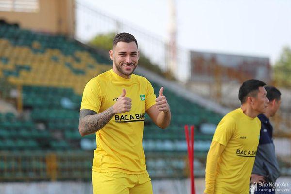 Tiền đạo Bruno Henrique sẵn sàng ra sân trận SLNA gặp Sài Gòn