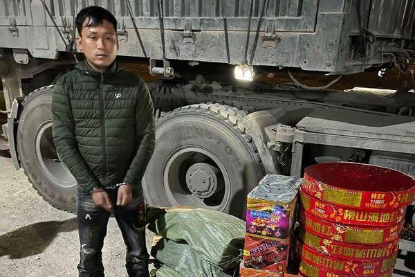 Bắt lái xe container vận chuyển gần 130kg pháo