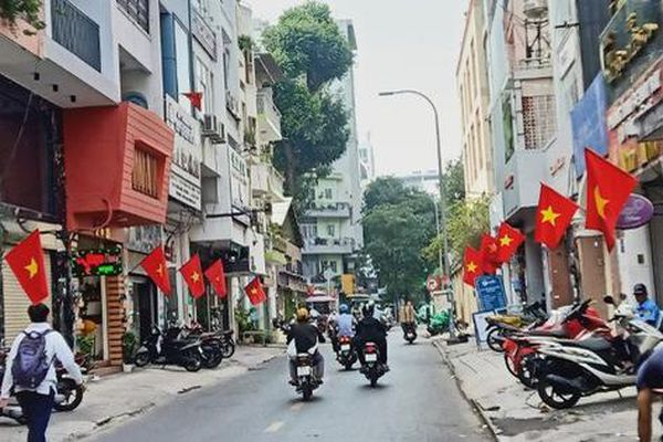 TP.HCM lung linh cờ hoa chào mừng Đại hội lần thứ XIII của Đảng