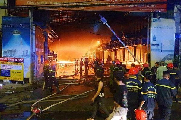 TP Hồ Chí Minh: Đang điều tra nguyên nhân vụ cháy kho vải ở xã Bà Điểm