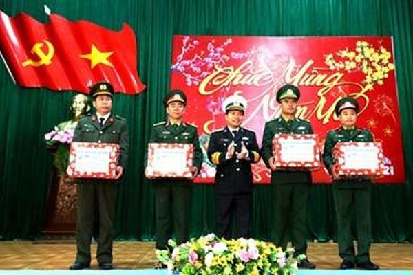 Vùng 3 Hải quân thăm, chúc Tết quân dân huyện đảo Cồn Cỏ và Lý Sơn