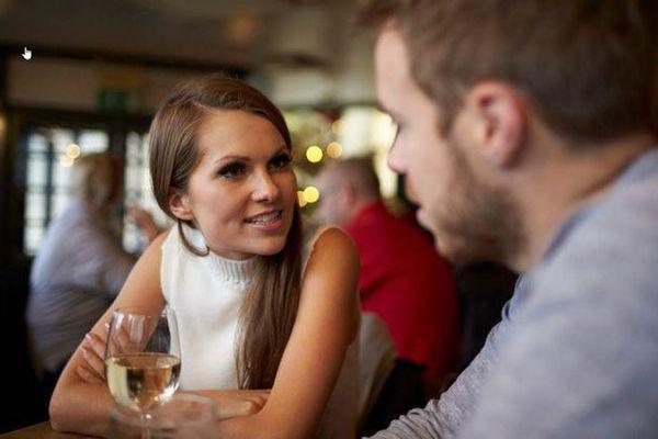 Cô gái chia tay người yêu ngay trong buổi hẹn hò đầu tiên vì hình ảnh phản chiếu qua mắt kính chàng trai