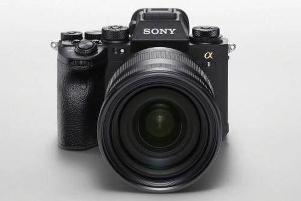 Sony ra mắt máy ảnh Alpha 1 quay video 8k, có giá gần 150 triệu đồng