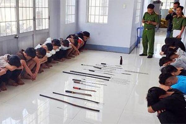 Mâu thuẫn khi chơi game, 40 thanh niên cầm hung khí chém nhau