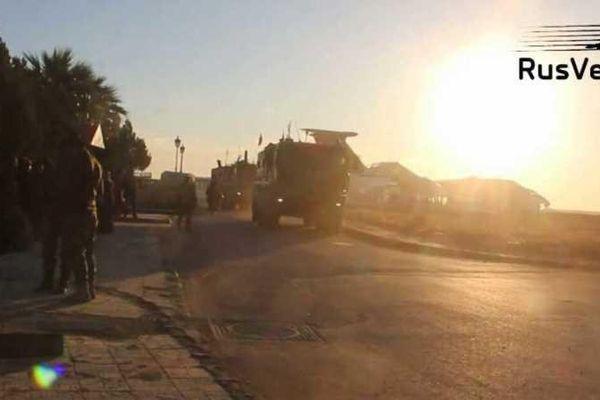 Quân tiếp viện và thiết bị hạng nặng của Nga đến căn cứ chiến lược ở Đông Bắc Syria