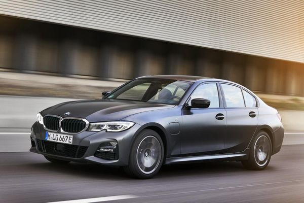BMW 320e và 520e đời 2021 được ra mắt, giá từ 57.400 USD