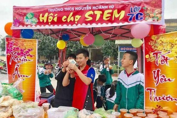 Rộn ràng hội chợ nghĩa tình của học sinh Hà Tĩnh