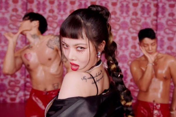 HyunA chính thức trở lại với I'm Not Cool: MV 'toàn múi' nhưng fan chỉ lo chuyện...dọn nhà đón Tết