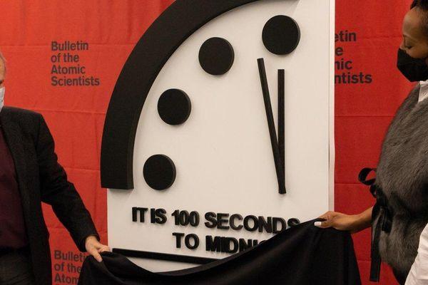 Thế giới chỉ còn cách 'thời điểm tận thế' 100 giây