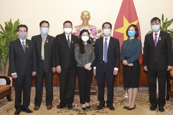 Bộ Ngoại giao trao tặng Kỷ niệm chương và Bằng khen cho một số cá nhân và tập thể