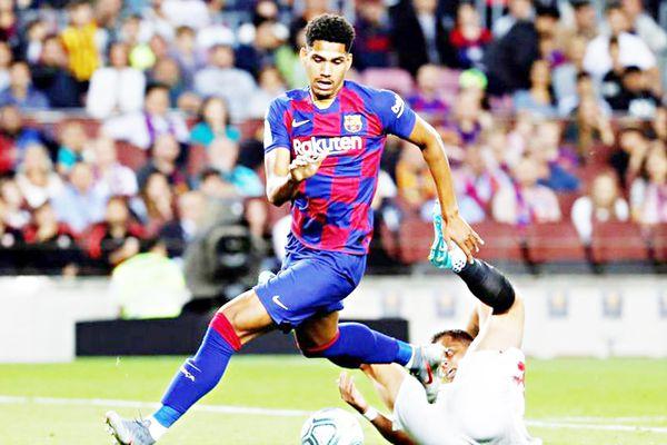 Ronald Araujo trên đường trở thành 'Carles Puyol mới'