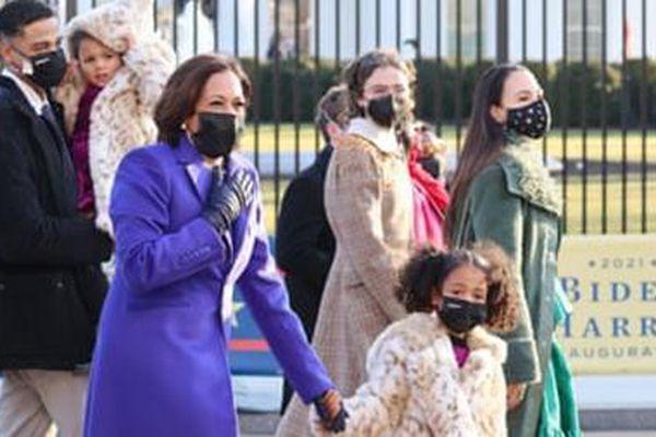 Phó Tổng thống Mỹ Kamala Harris 'gây sốt' trong người dân vùng Caribe và Ấn Độ