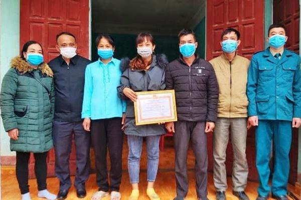 Quảng Ninh: Khen thưởng gia đình hoãn cưới chống COVID-19