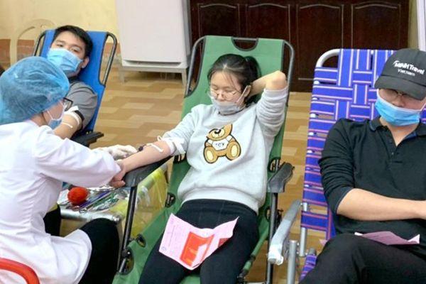 Chủ nhật Đỏ tại Ninh Bình tiếp nhận 737 đơn vị máu