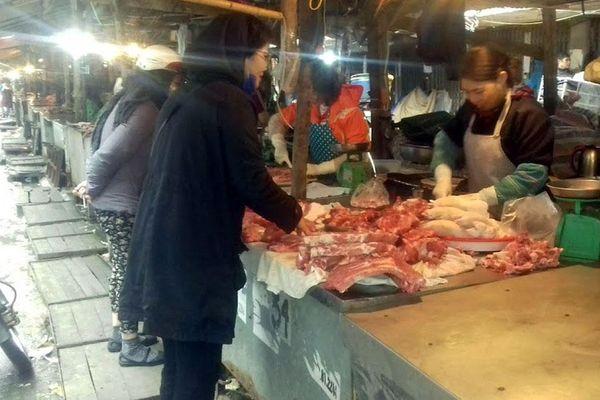 Không để buôn lậu làm mất ổn định giá thịt lợn dịp Tết Nguyên đán