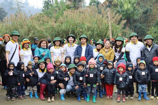 Lần đầu tiên tình nguyện viên được trải nghiệm hoạt động xây trường học