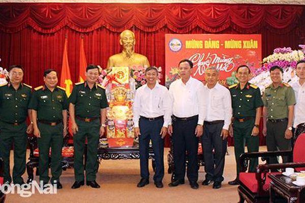 Quân khu 7 chúc Tết Tỉnh ủy và các đơn vị quân đội trên địa bàn tỉnh