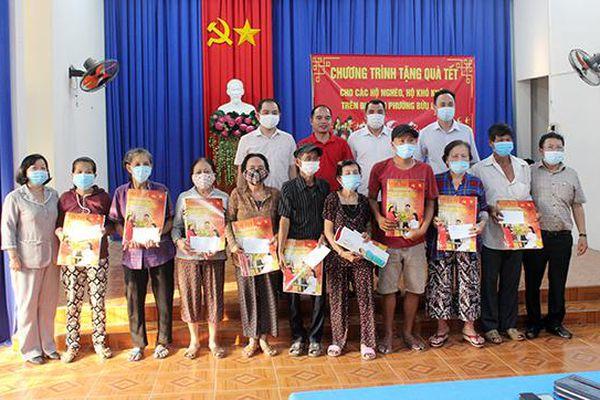 Báo Nhân Dân tặng quà cho người nghèo dịp Tết tại Đồng Nai