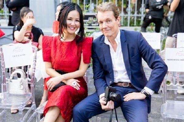 Hồng Nhung thoải mái khoe khoảnh khắc tình cảm bên bạn trai ngoại quốc