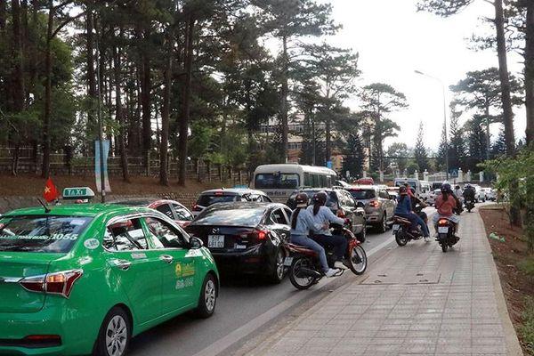 Lên phương án chống kẹt xe cho TP Đà Lạt