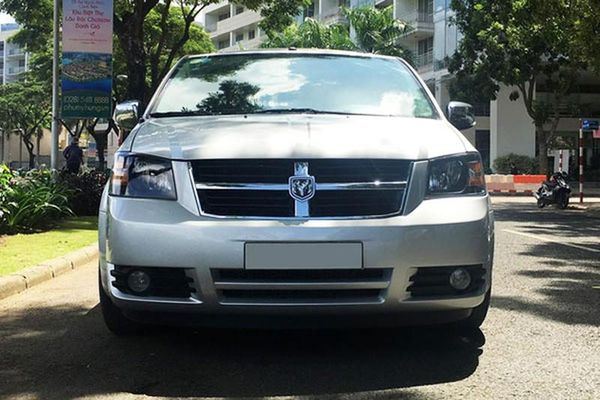 'Của lạ' Dodge Grand Caravan 7 chỗ, chỉ 685 triệu ở Sài Gòn