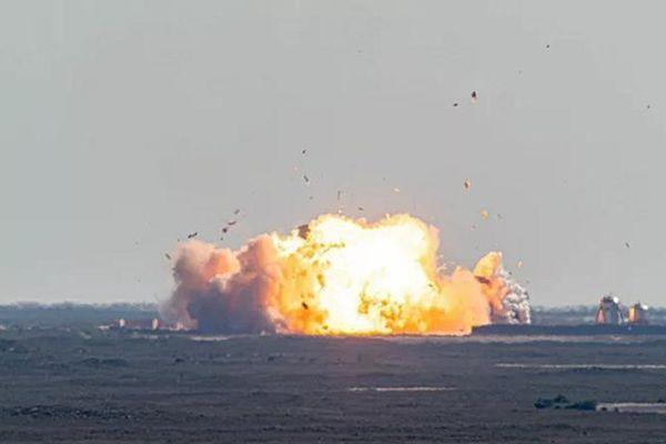 Hình ảnh tàu Starship số 9 của Space X phát nổ trong lần thử nghiệm