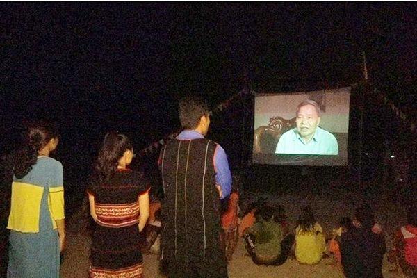 Từ ngày 3 đến 21-2: Thực hiện đợt chiếu phim lưu động phục vụ nhân dân