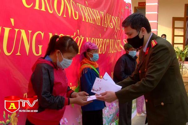 Mang Tết vui đến với đồng bào nghèo ở Lai Châu