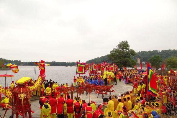 Lễ hội mùa xuân tại Côn Sơn Kiếp Bạc