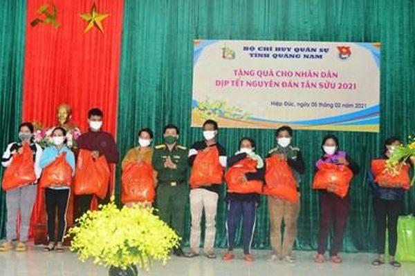 Bộ CHQS tỉnh Quảng Nam tặng quà Tết gia đình chính sách, hộ nghèo