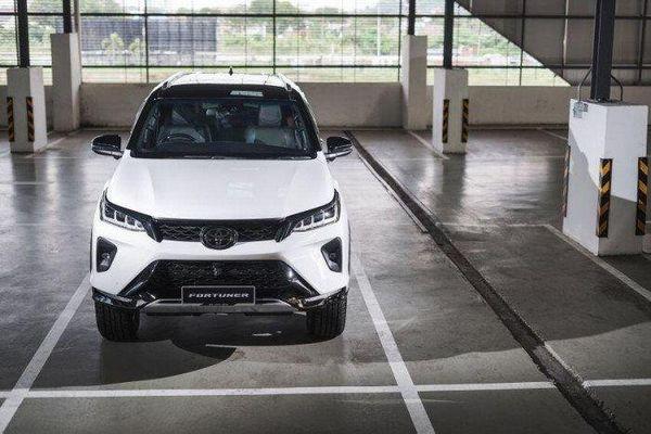 Toyota Fortuner 2021 ra mắt tại Malaysia, có giá từ 41.400 USD