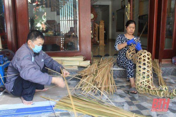Nhộn nhịp làng nghề sản xuất hoa giấy ở Mật Sơn dịp cuối năm