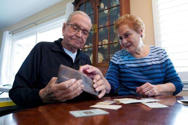 Sau 53 năm, cựu binh Mỹ nhận lại chiếc ví bị mất ở Bắc Cực