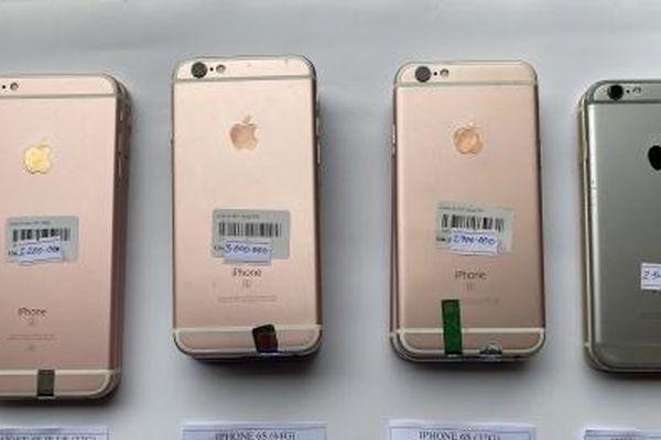 Nhập lậu điện thoại, phụ kiện điện thoại về bán ngang nhiên tại cửa hàng