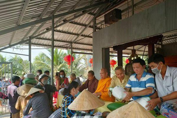 Các chùa, nhóm từ thiện chăm lo Tết cho người khó khăn