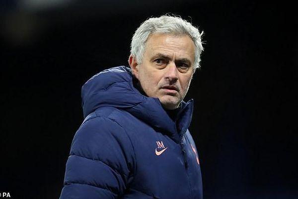 Bị loại khỏi FA Cup, Mourinho nói Tottenham giỏi nhất…