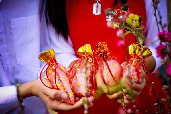 Ý nghĩa tục mua muối đầu năm trong đời sống tâm linh người Việt